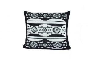 L071 Almofada tricot etnico cru preto