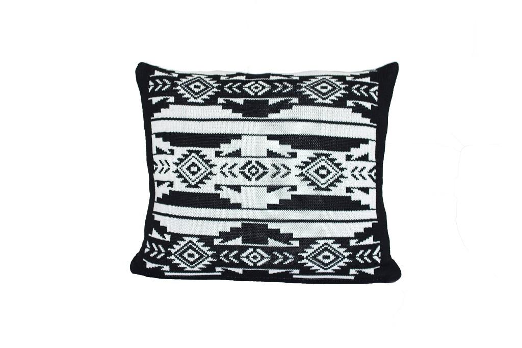 Almofadas de tricot etnico cru preto